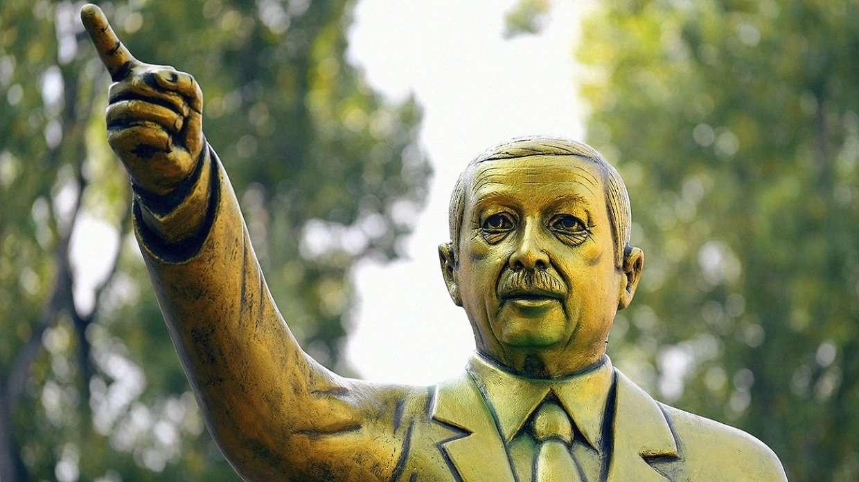 Позолоченная статуя турецкого президента стала камнем преткновения