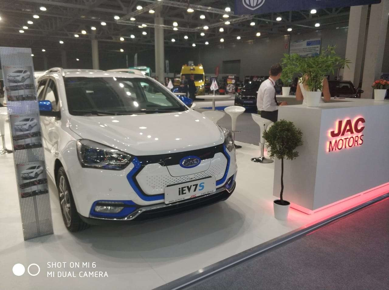 Первый казахстанский электрокар презентовали на Московском автосалоне