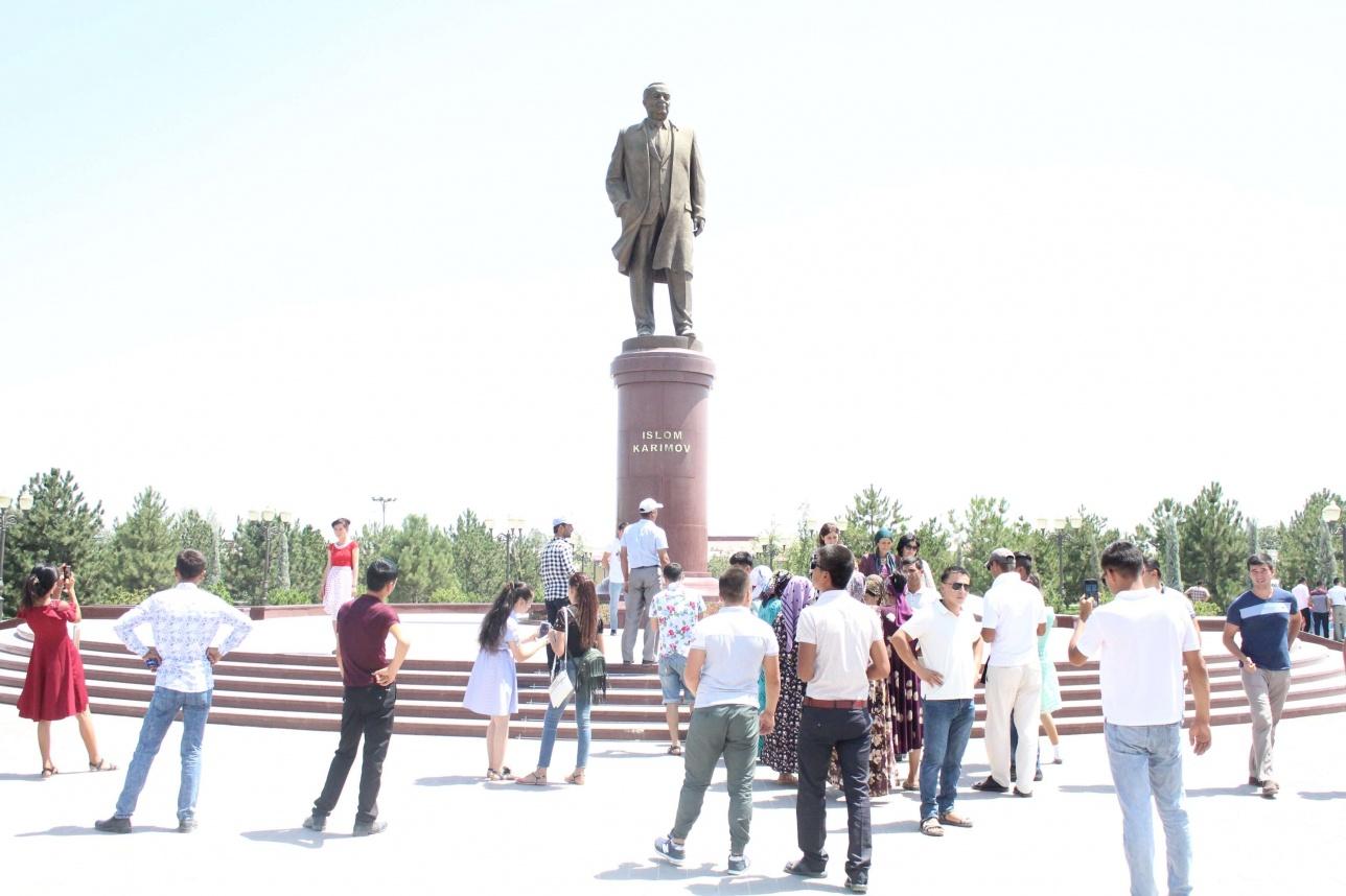 Ислам Каримовтің өзінің туған қаласы Самарқанда қойылған ескерткіші