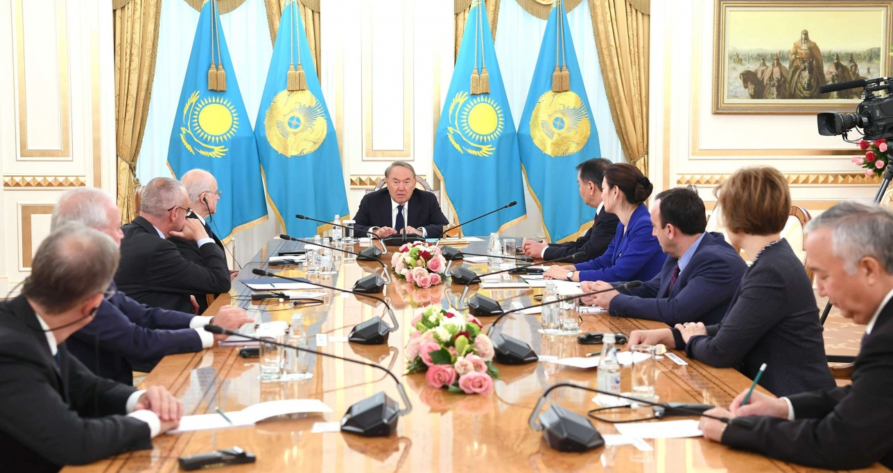 Нурсултан Назарбаев встретился с участниками международной конференции по случаю Дня Конституции РК