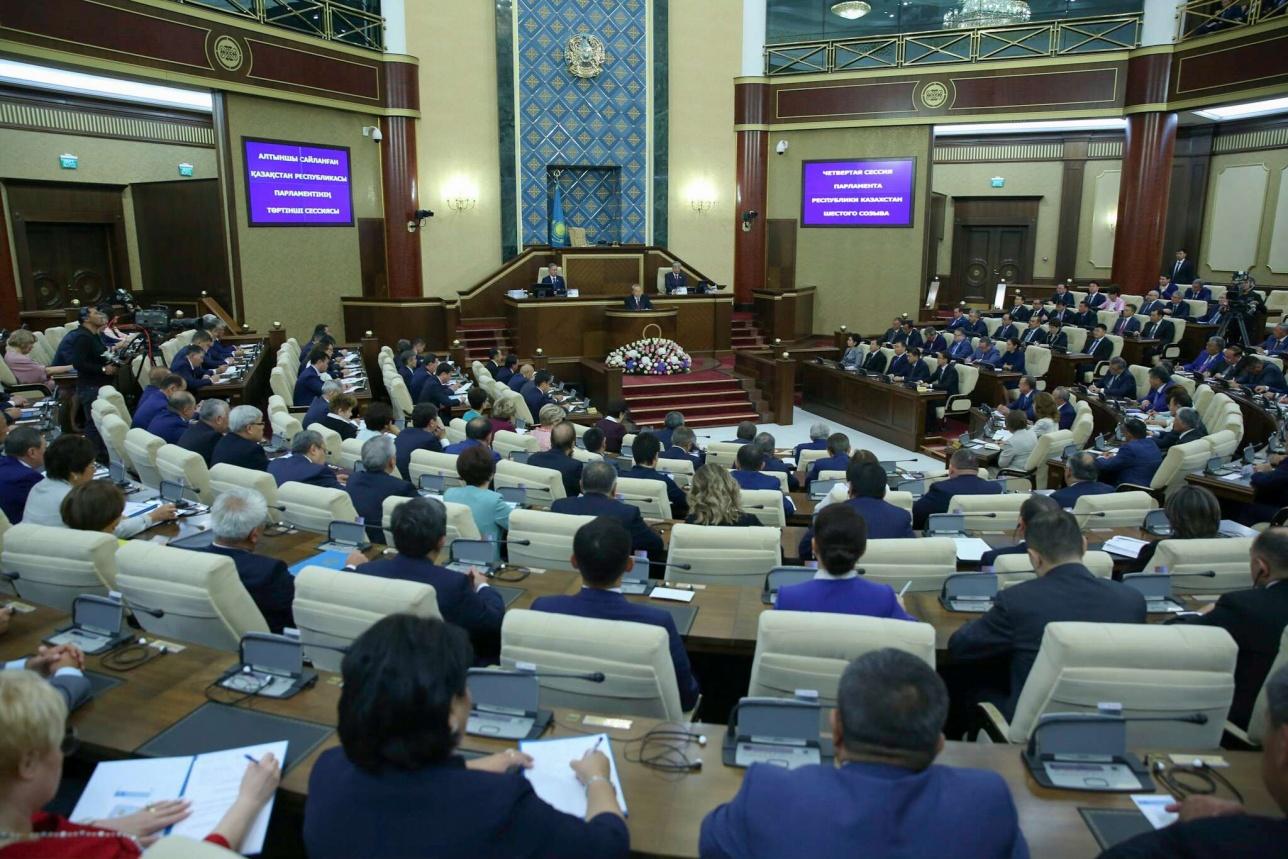Глава государства поздравил депутатов с началом нового сезона