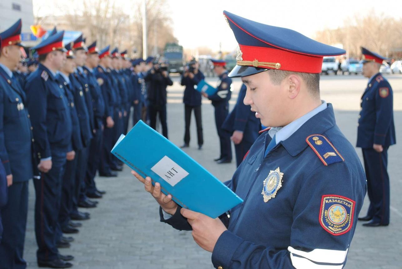 Выпускники академии МВД приносят клятву верно служить народу