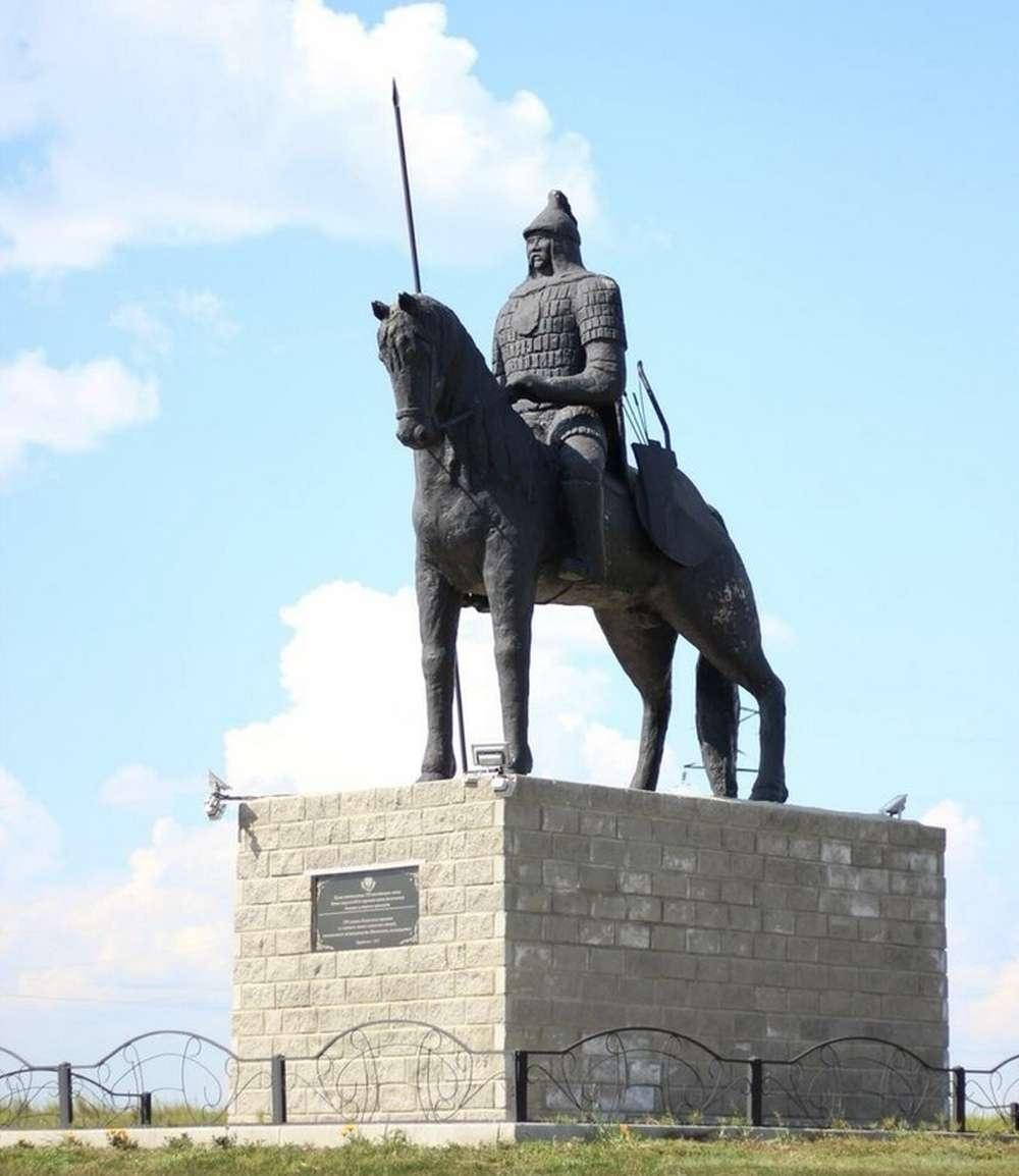 Памятник Батыру до сноса