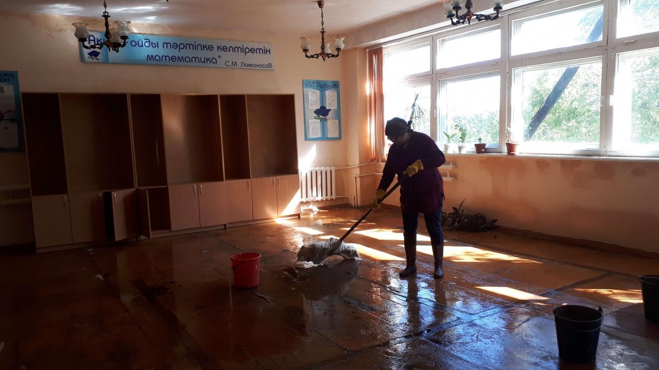В здании горевшей школы сейчас идёт уборка