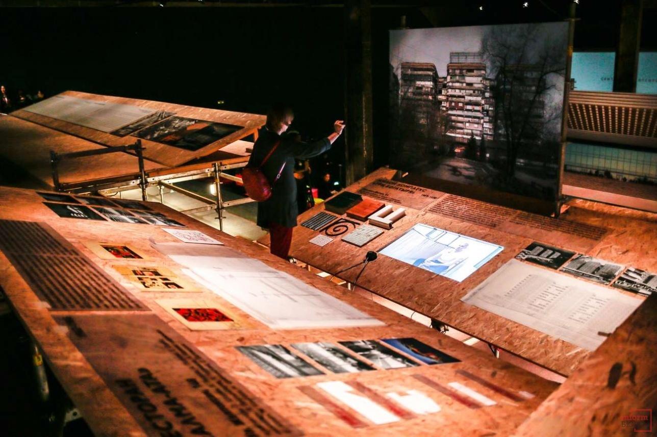 Фотографии и архивные документы составляют единый комплекс
