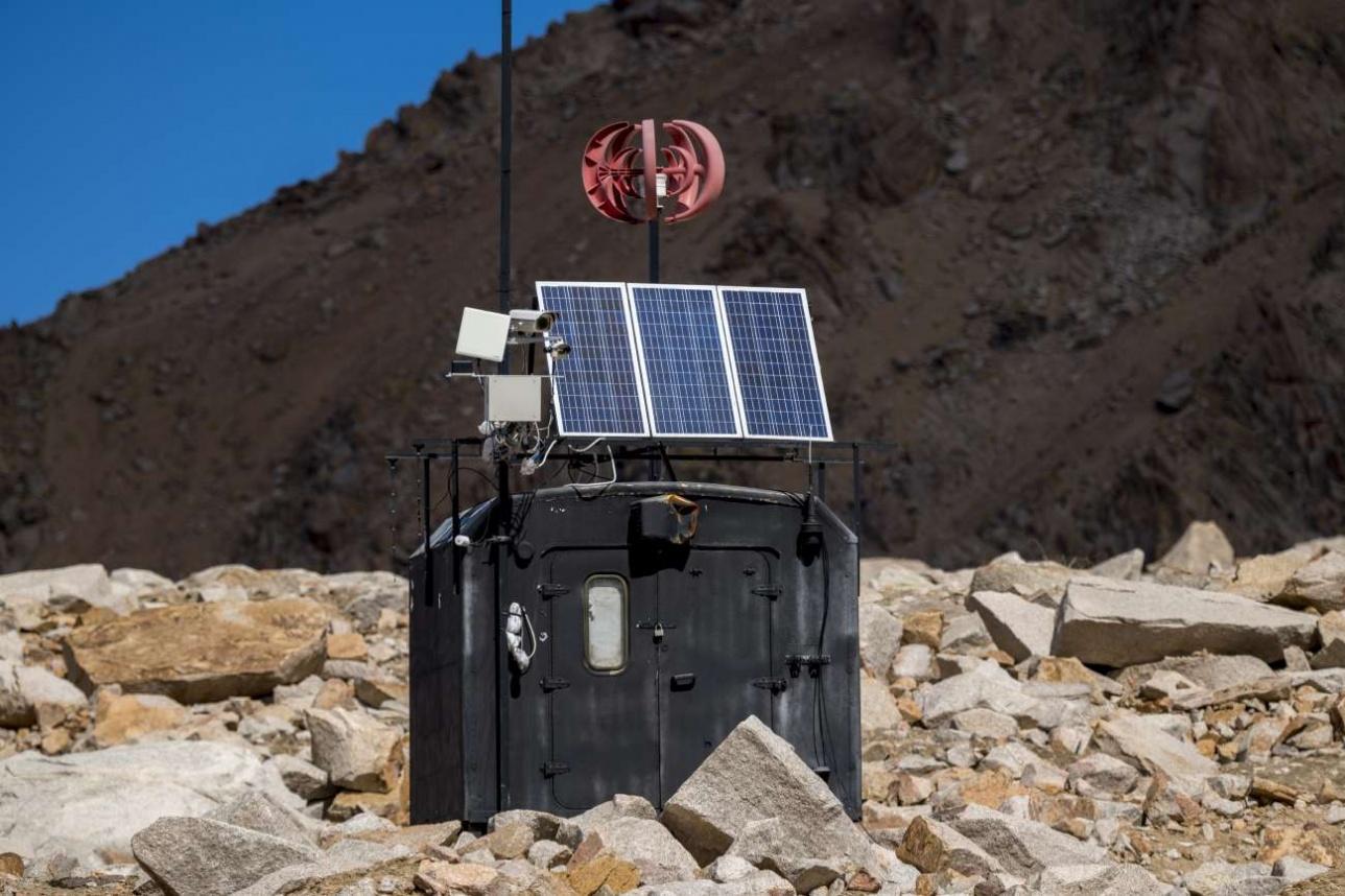 Автоматическая станция наблюдения на моренном озере №13/бис