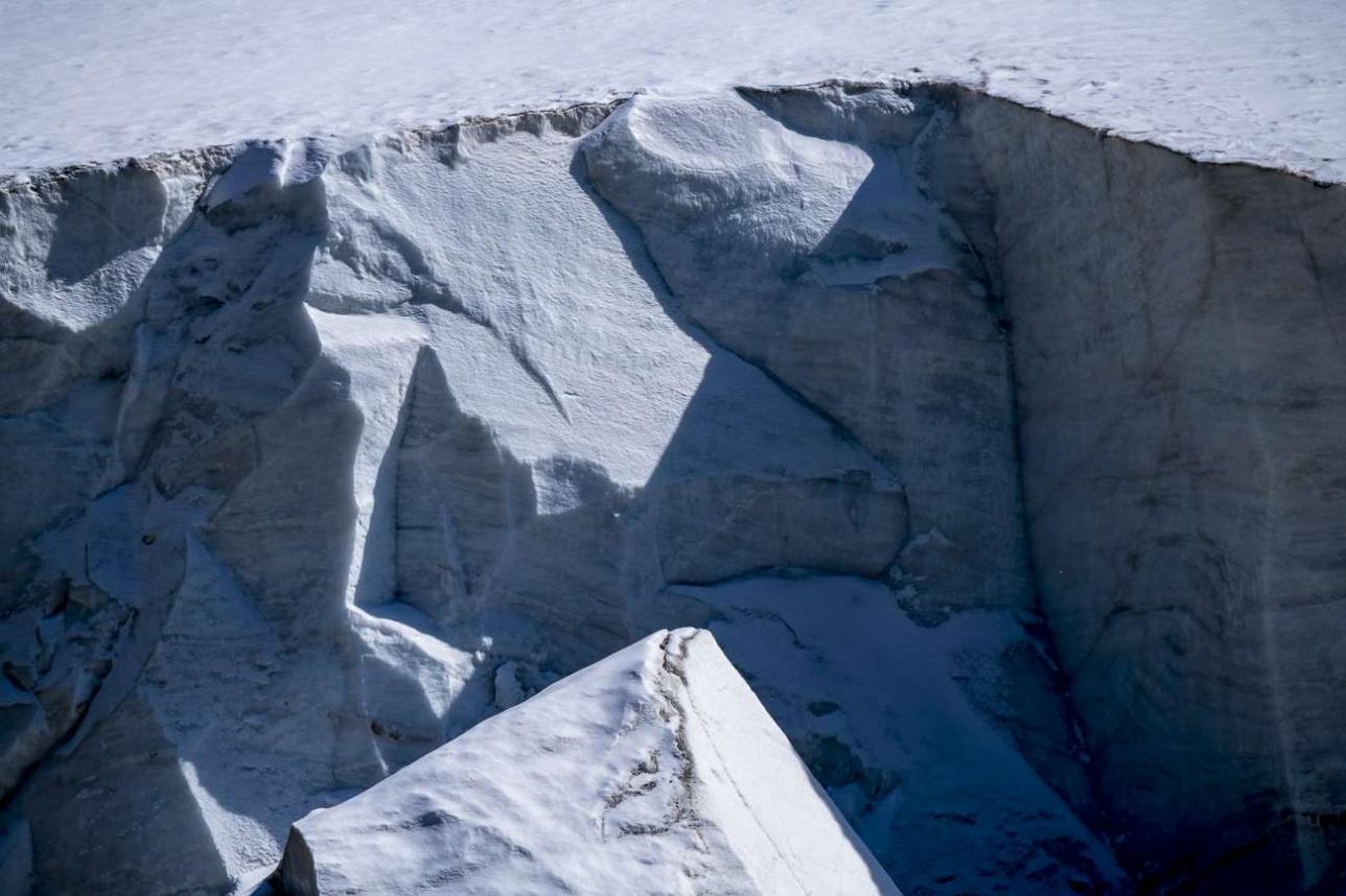 Ледник- это миллионы тонн чистейшей пресной воды