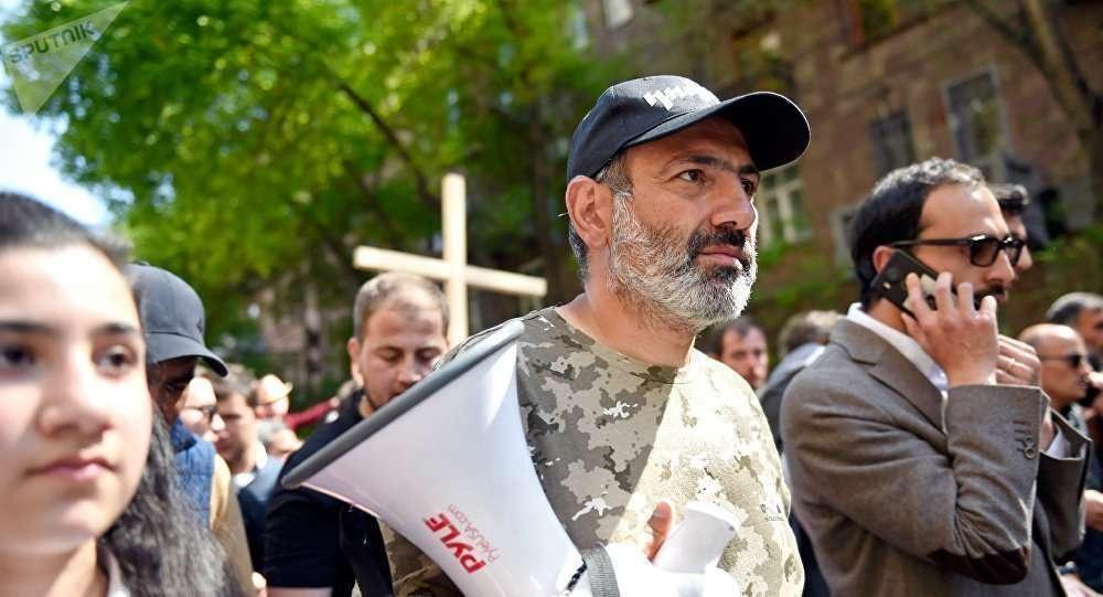 Никол Пашинян во время акции протеста