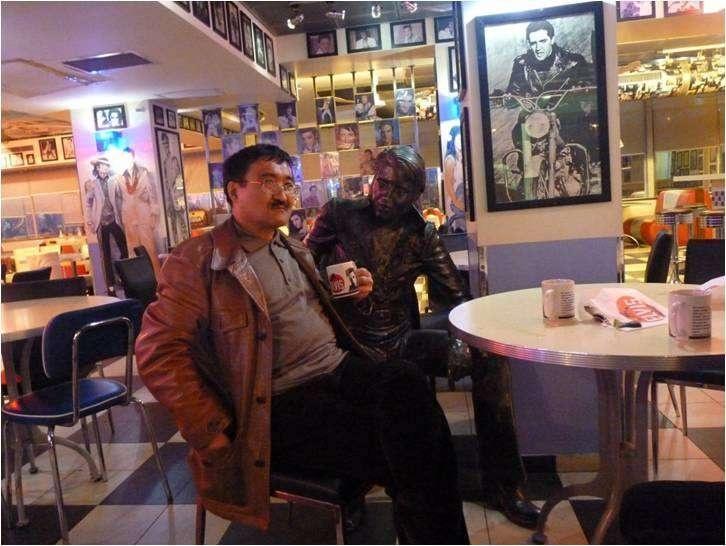 Израиль. Жол шетіндегі кафеде