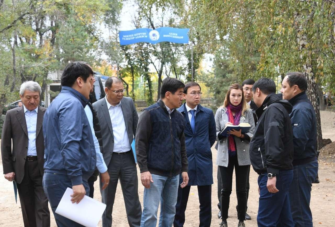 Бауржан Байбек поручил завершить реконструкцию парка в течение месяца