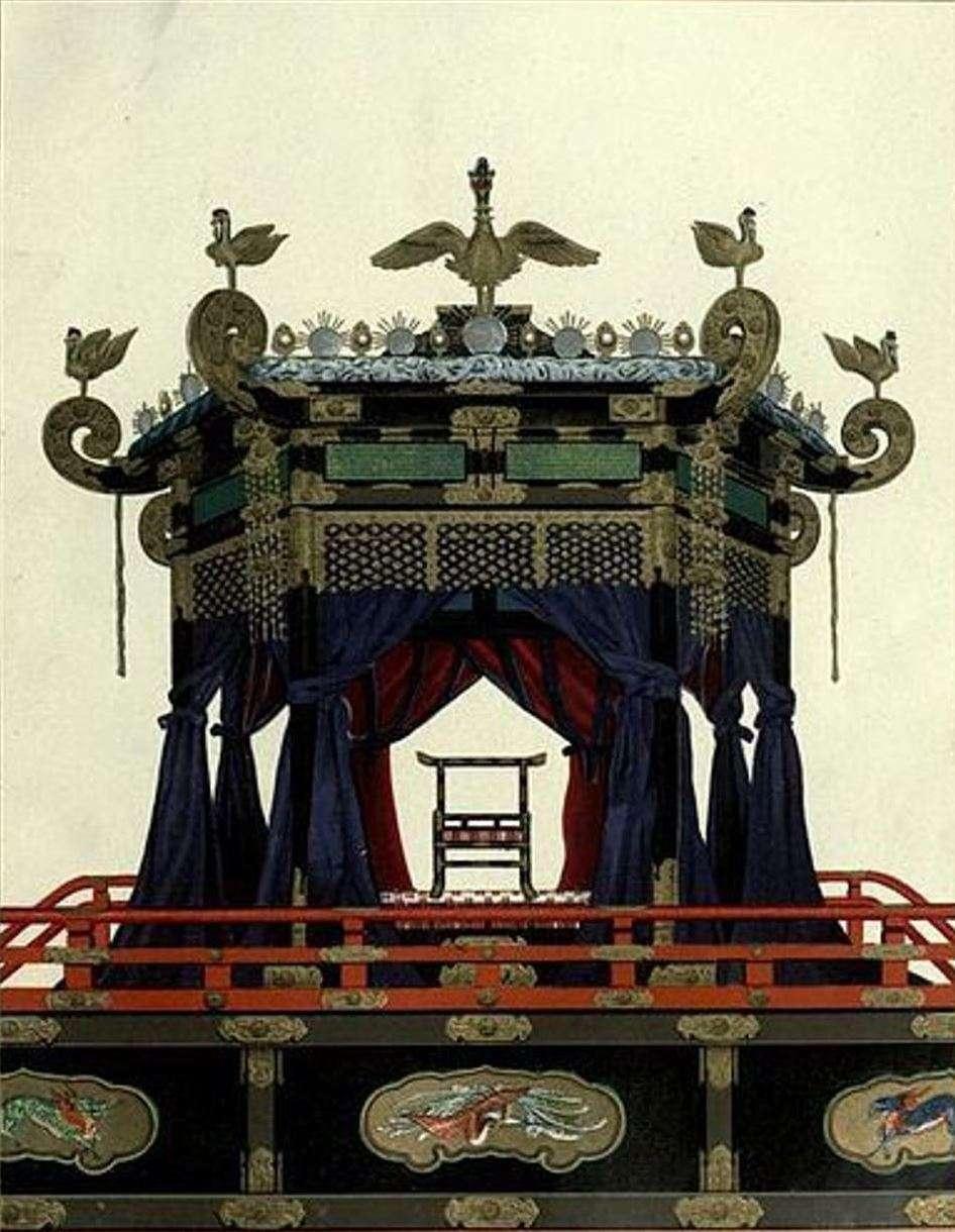 В Токио привезли восьмитонный императорский трон