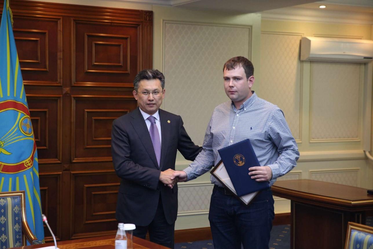 Астанчанину вручили сертификат на 500 тысяч тенге
