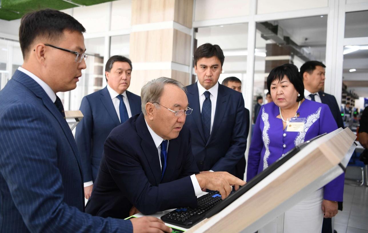 Назарбаев посетил центр
