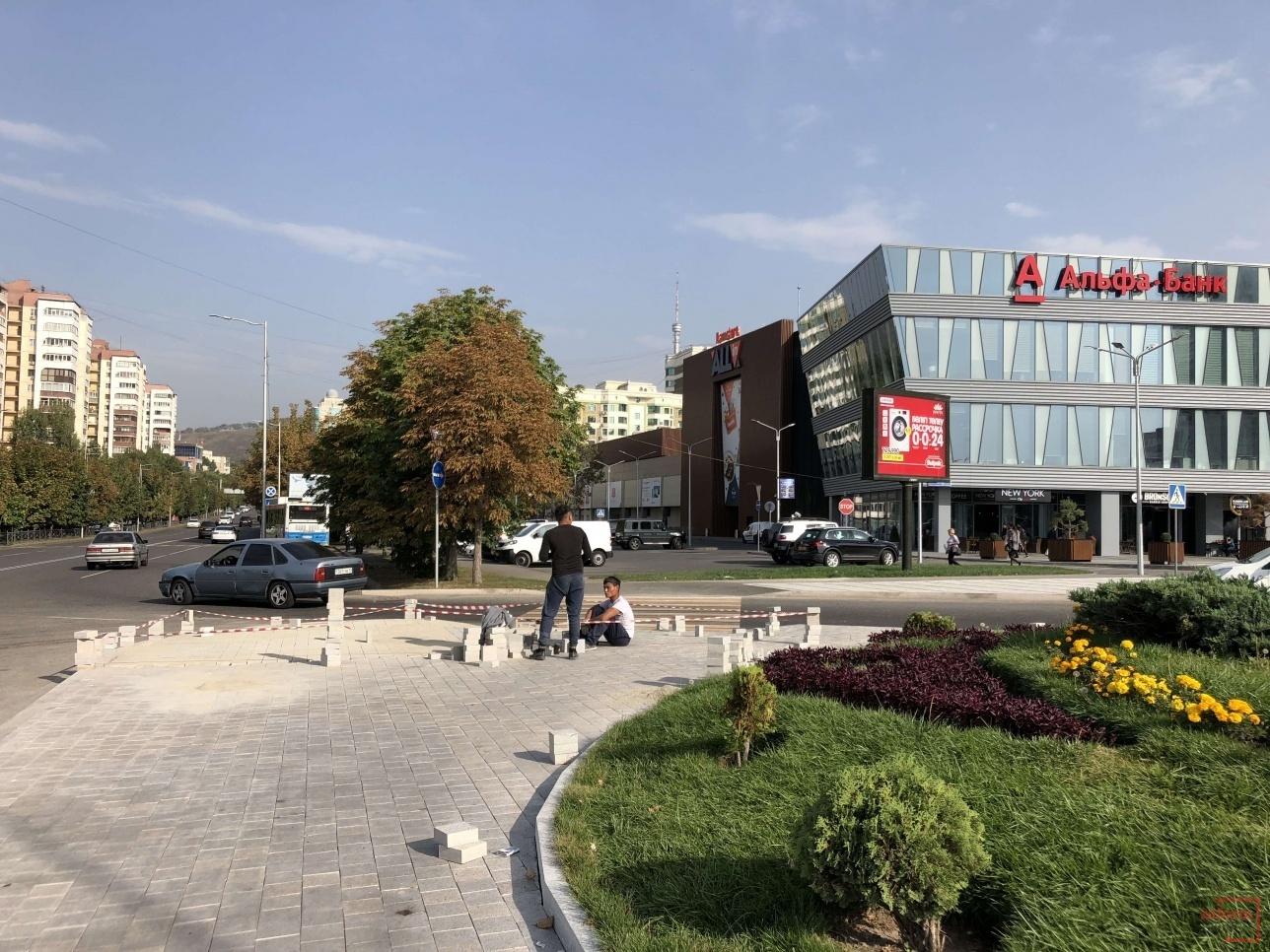Перекрёсток проспекта Назарбаева и улицы Жолдасбекова