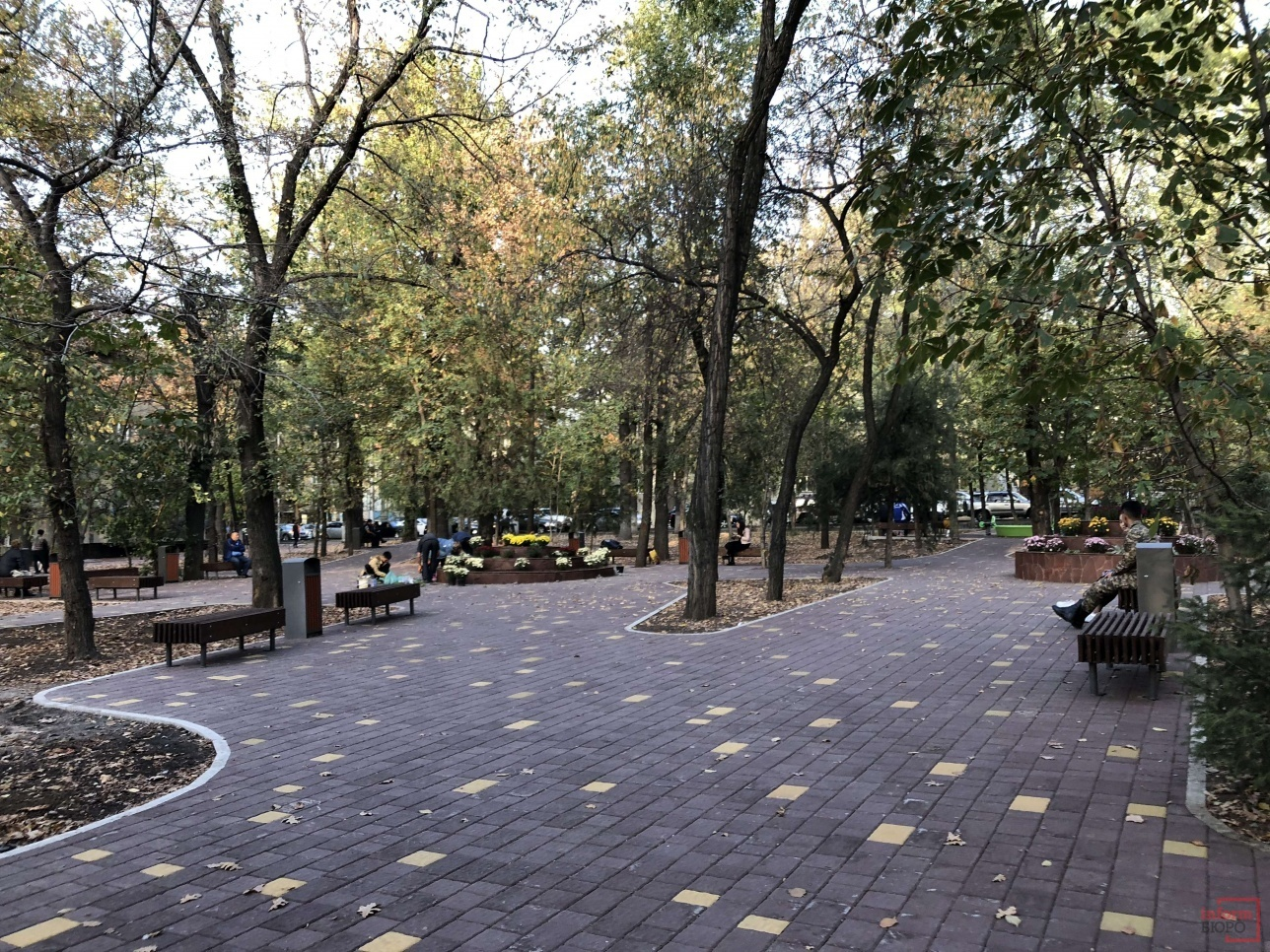 Сквер на Абая - Наурызбай батыра