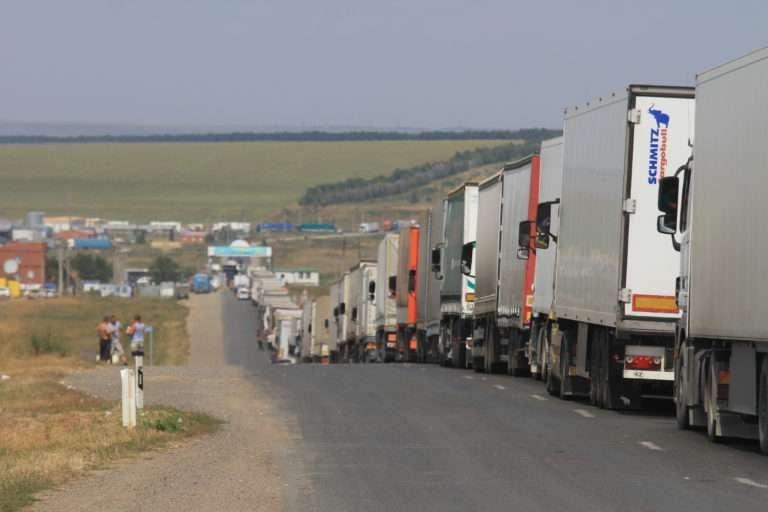 Очереди из грузовых машин на казахстанско-российском участке границы