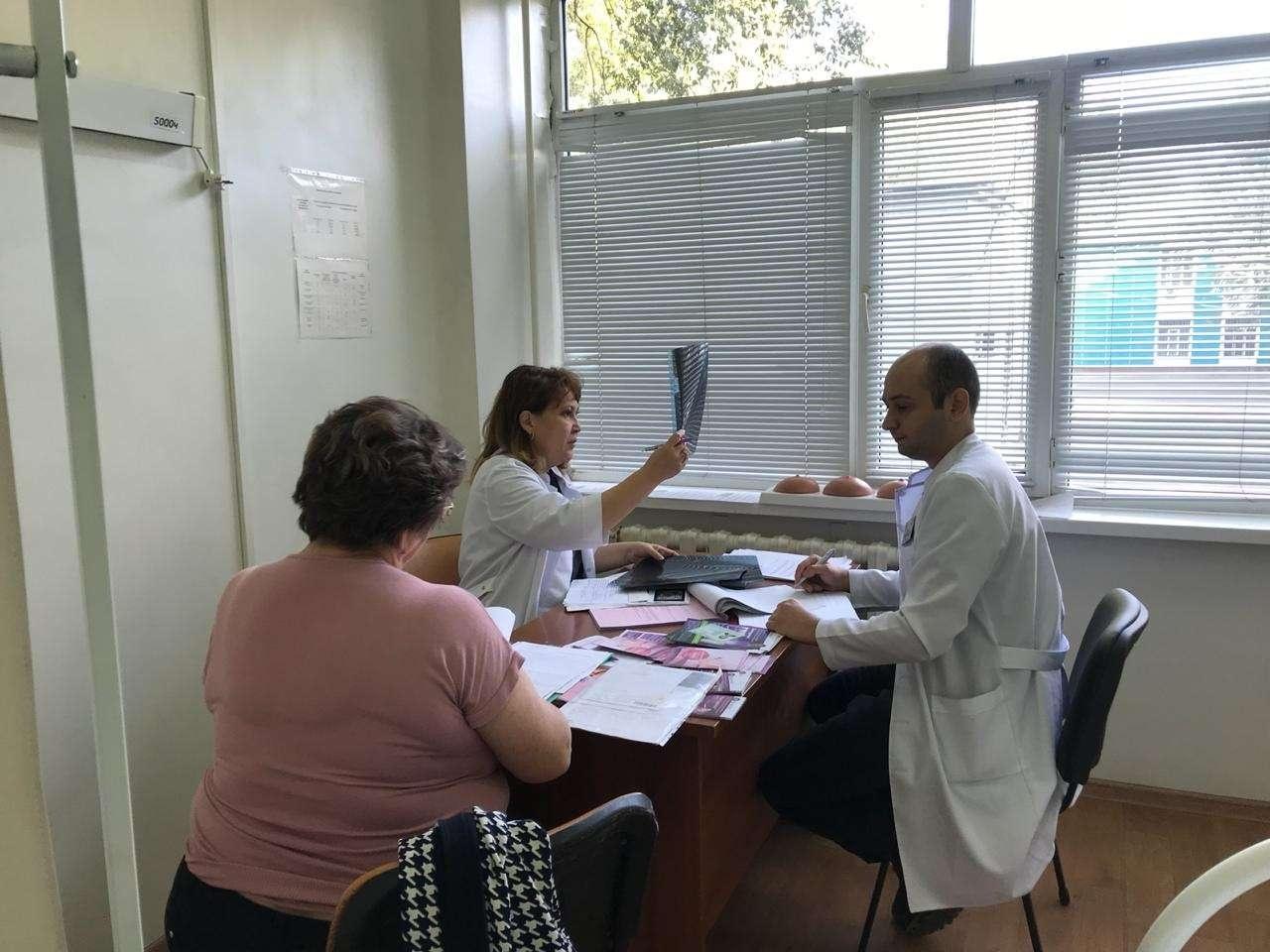 В КазНИИ онкологии и радиологии провели бесплатные консультации