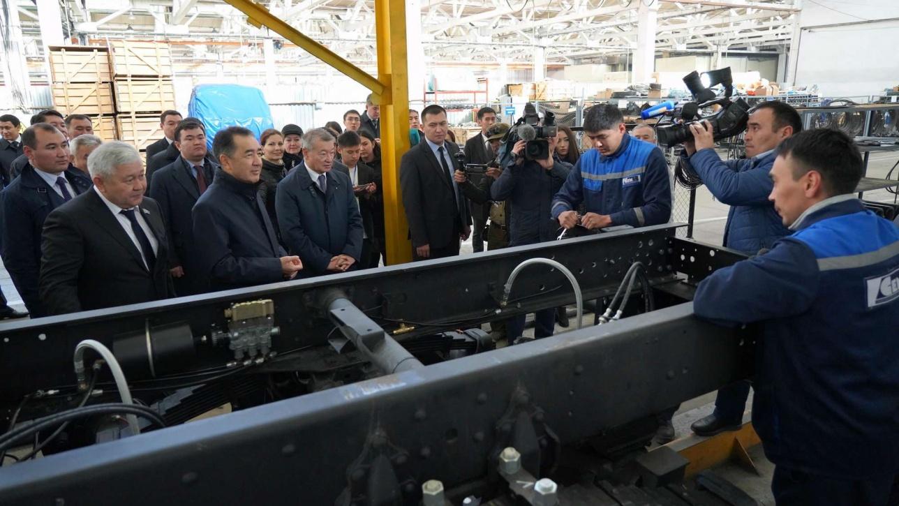 Бакытжан Сагинтаев ознакомился с работой крупных заводов в Семее
