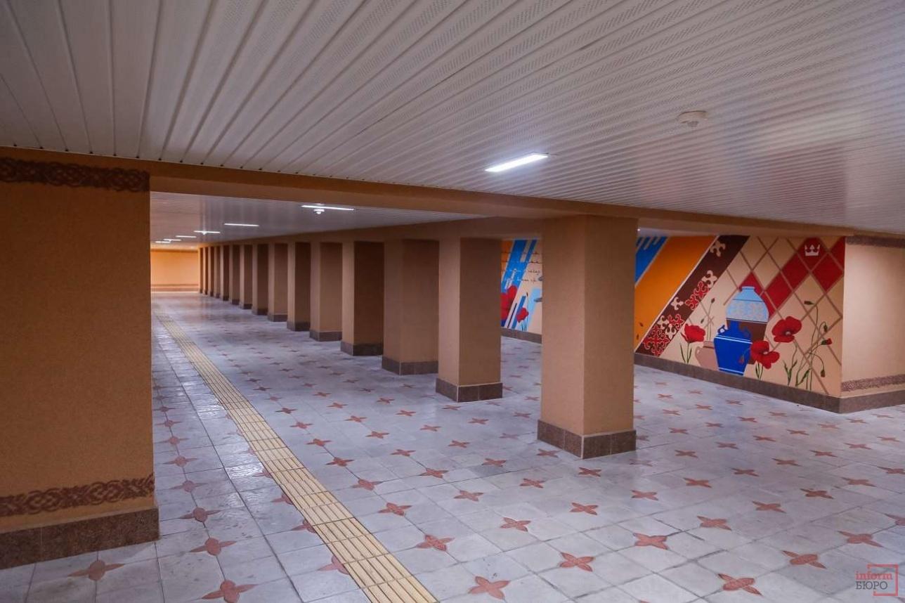 Различные рисунки появились на стенах подземных пешеходных переходов