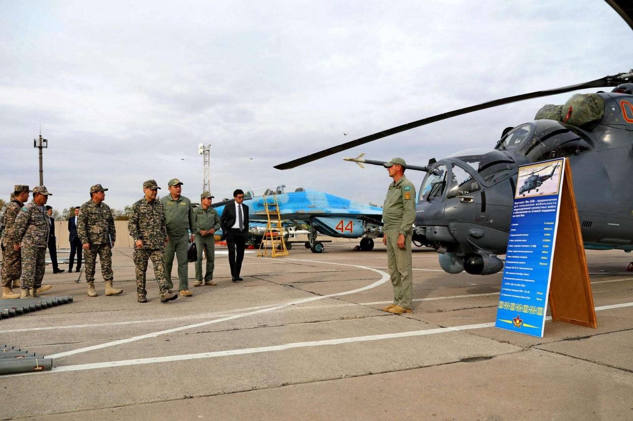 Министр обороны с инспекцией посетил воинские части в ЮКО