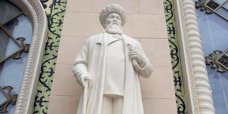 Памятник Жамбылу Жабаеву
