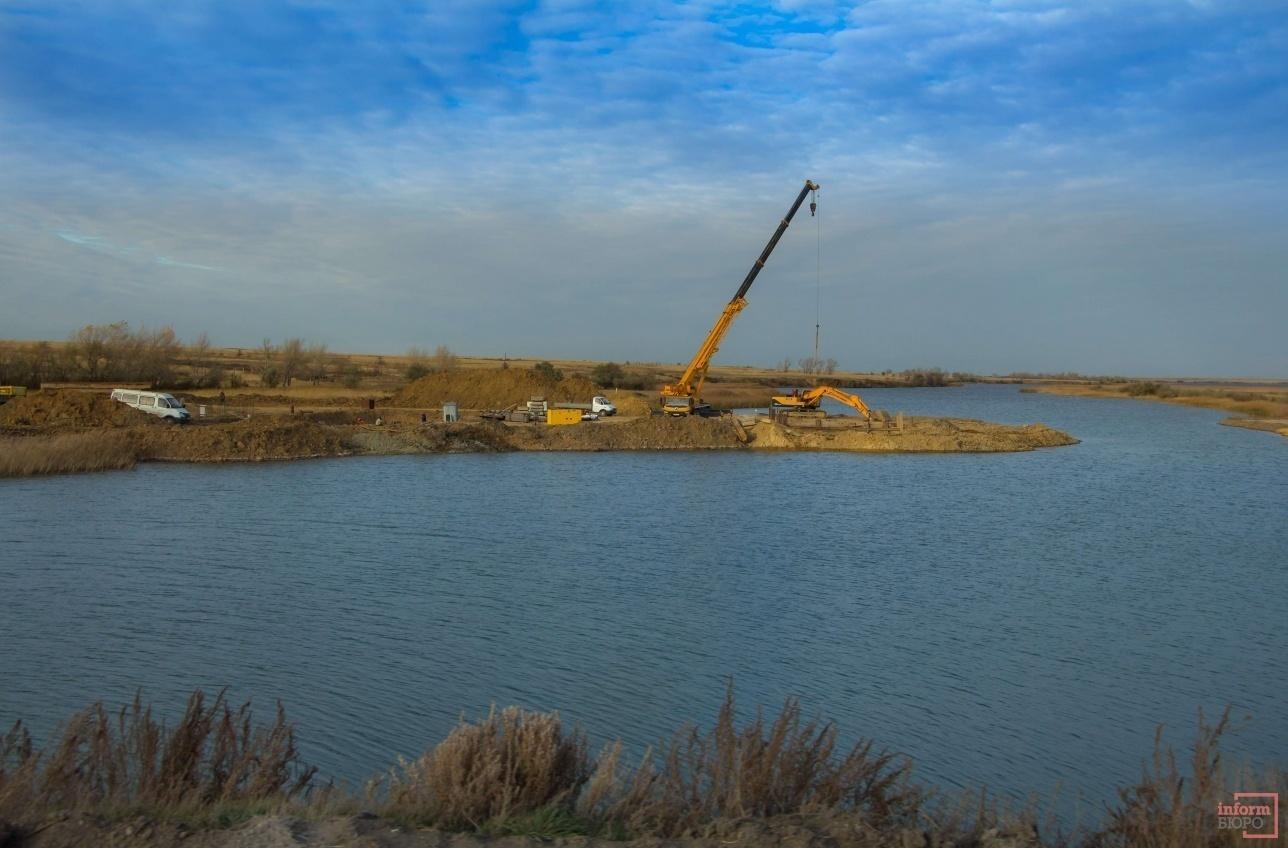 Строительство на водохранилище гидроузла №1 канала имени Каныша Сатпаева