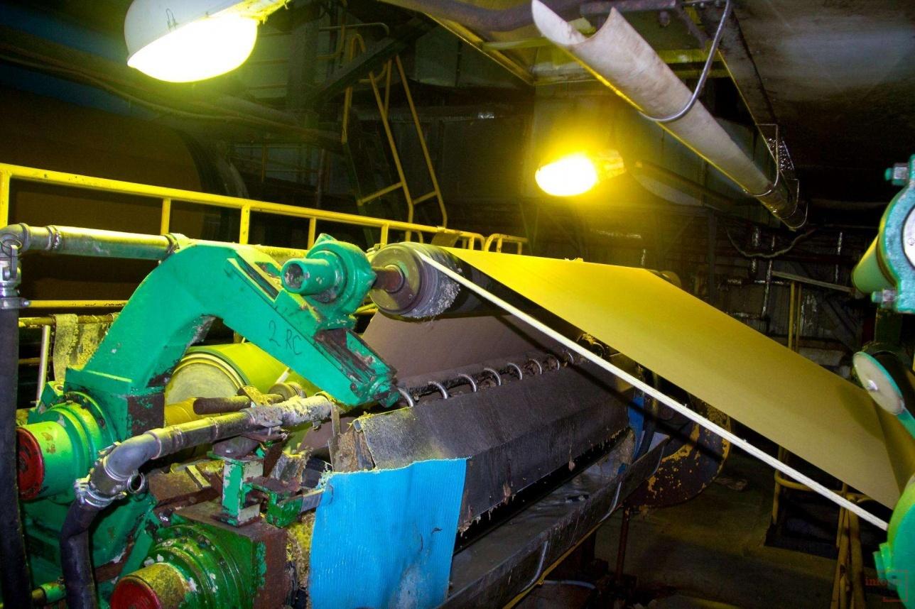 В бумагоделательной машине будущий продукт сушат горячим воздухом
