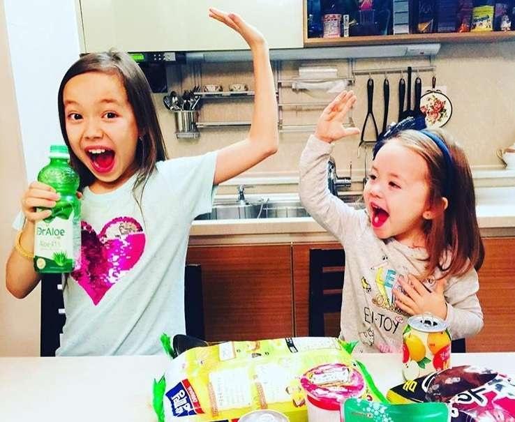 У дочерей Алексея свой канал на YouTube