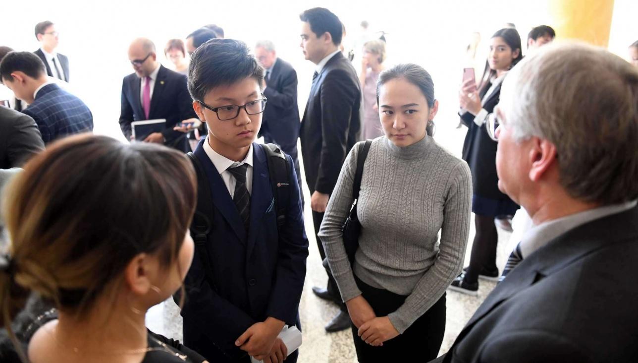 В проекте принимают участие семь школ Астаны и семь посольств