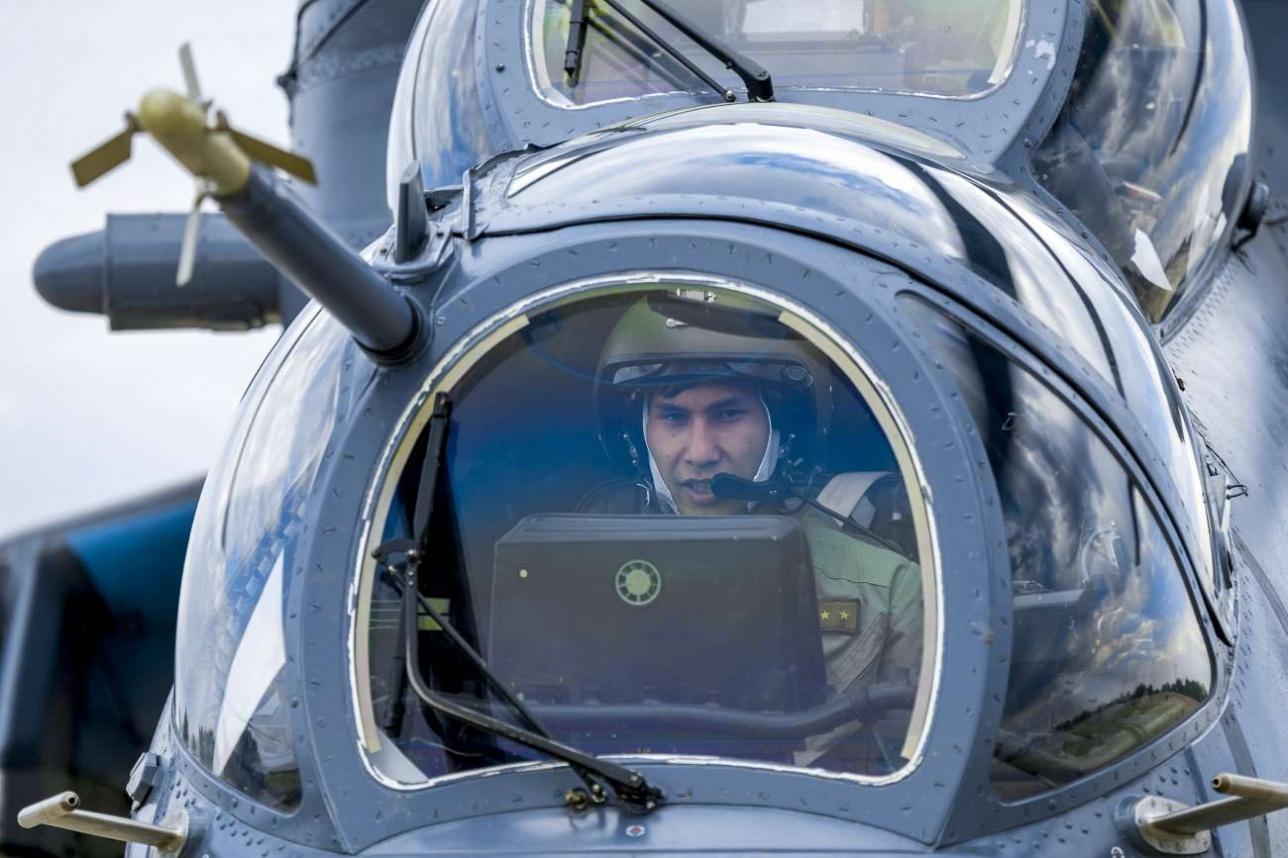 Экипаж защищён бронированным стеклом