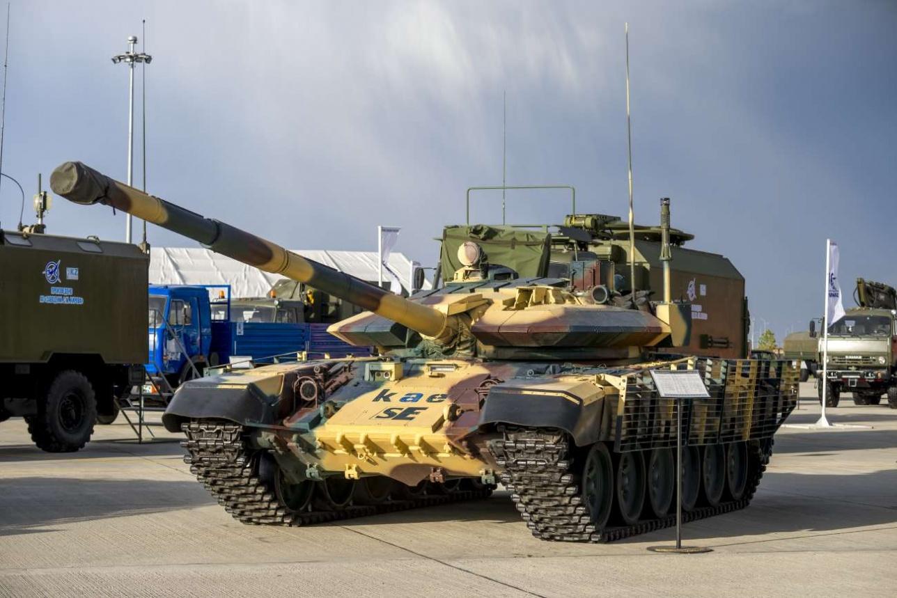 Танк Т-72 KAE на выставке КАDEX-2018