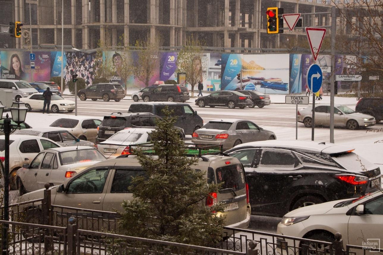 Выезд на улицу Акмешит с подъездной дороги, параллельной Сарайшык