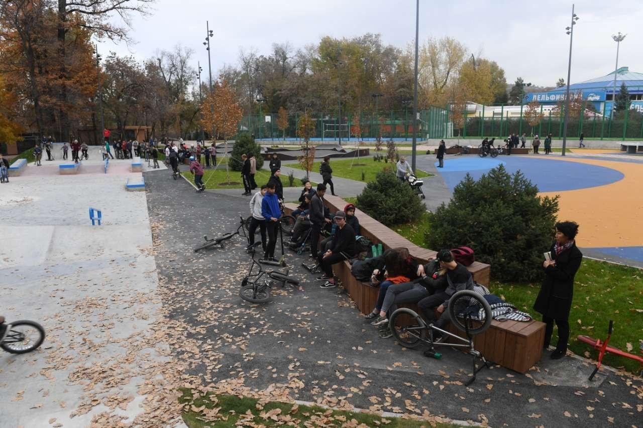Новая тротуарная плитка и освещение стали частью работ по реконструкции парка