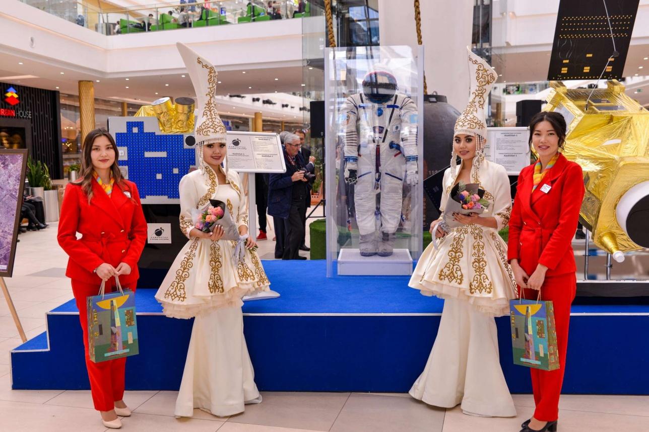 """Выставка """"Казахстанский космический путь"""" будет работать до 31 марта"""