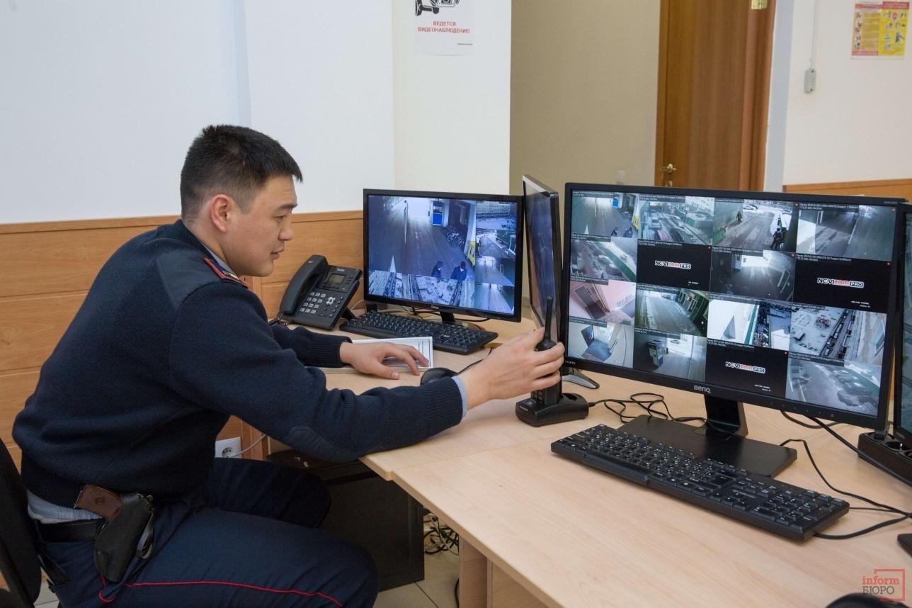 Сотрудники управления Специализированной службы охраны МВД РК также работают в центре мониторинга
