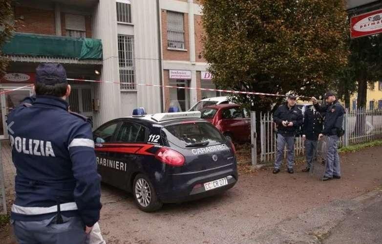 Полиция окружила здание почты