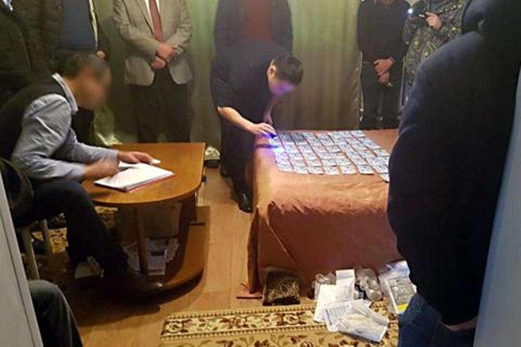 Районного акима подозревают в получении взятки в 800 тысяч тенге