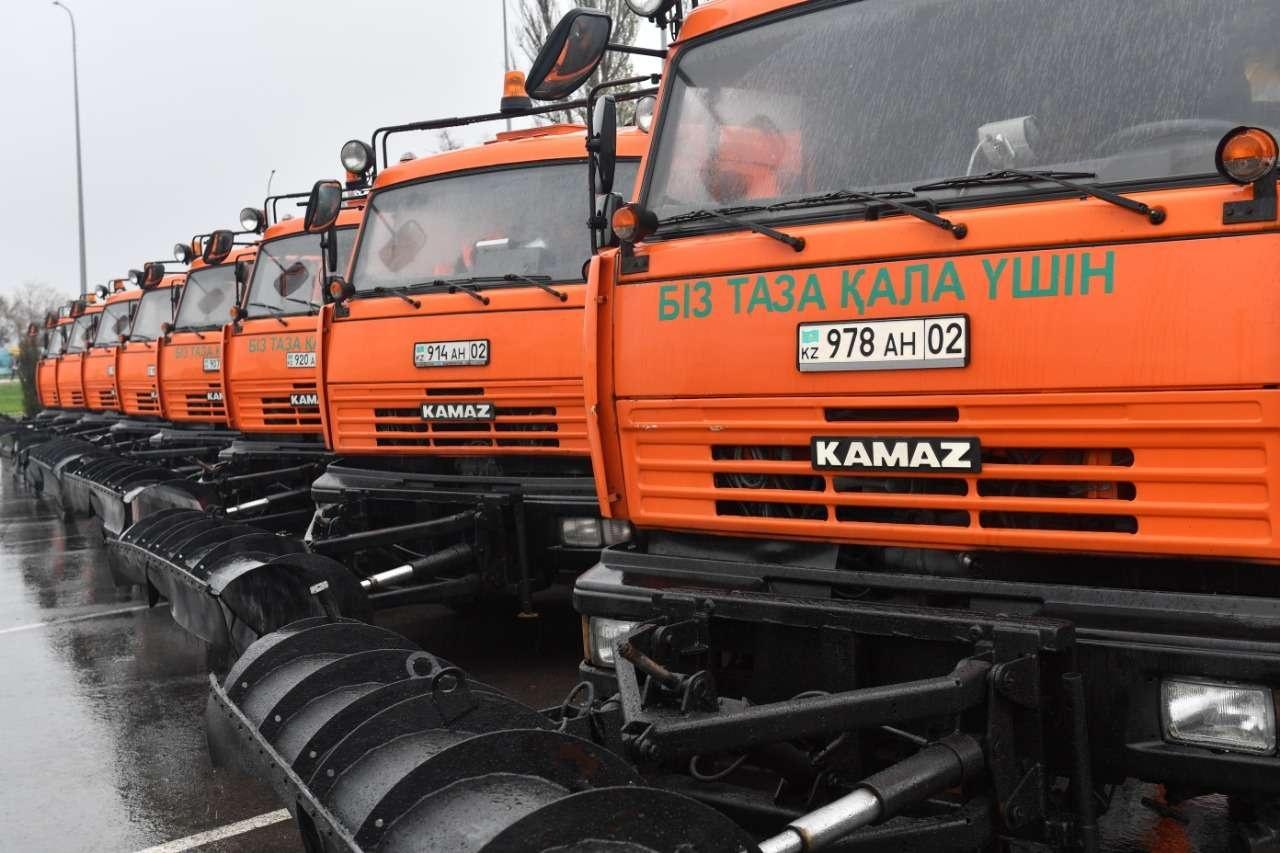 1285 единиц спецтехники будут убирать улицы Алматы этой зимой