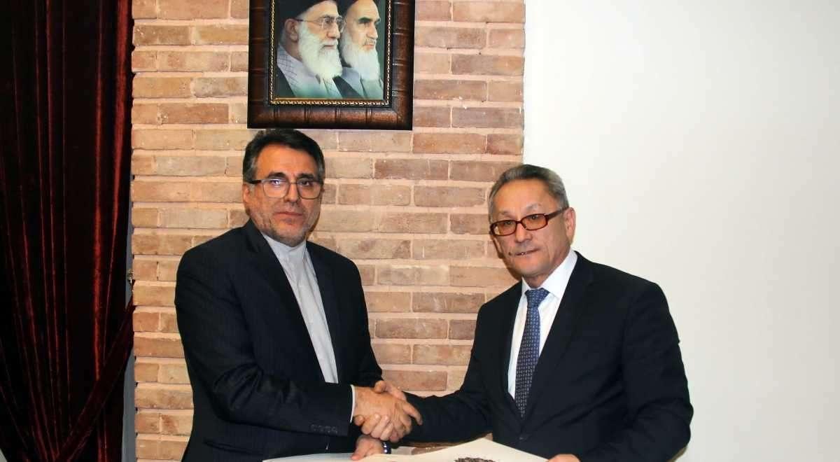Иран и Казахстан договорились о выдаче виз казахстанским водителям на год