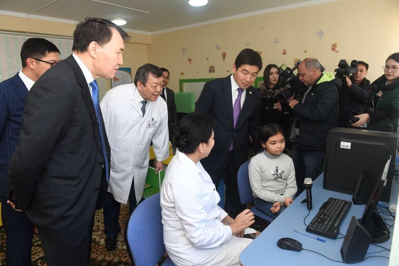 Шпекбаев ознакомился с цифровыми проектами в Алматы