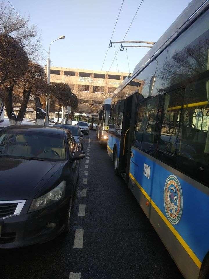 Троллейбусы встали в Алматы