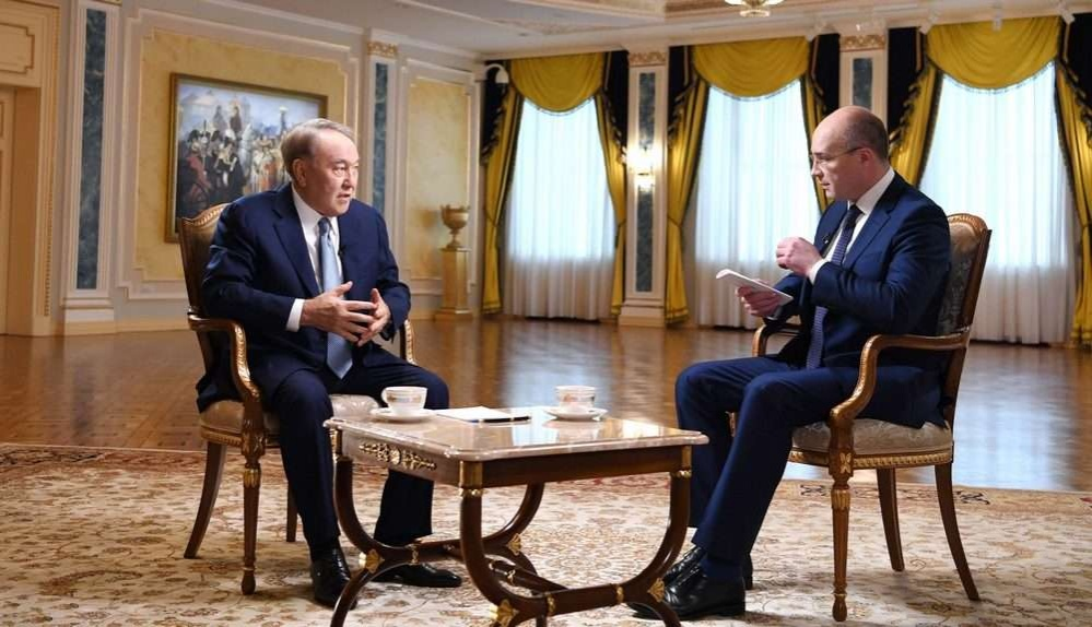 Нурсултан Назарбаев во время интервью ВГТРК