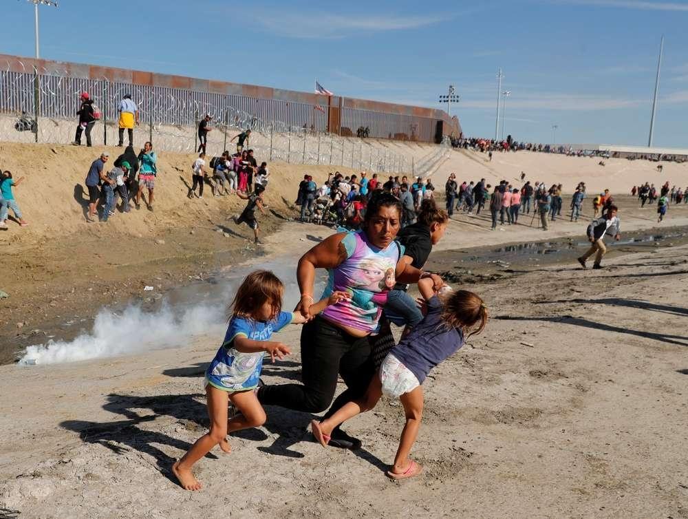 Мигранты на границе Мексики с США