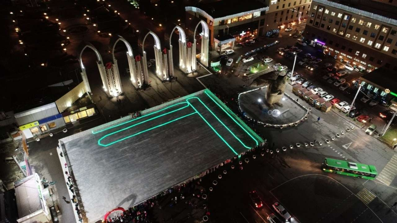 Ледовый каток на площади в Алматы