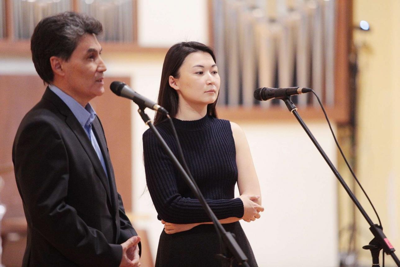 Бауржан и Наргиза Шукеновы на конкурсе молодых исполнителей
