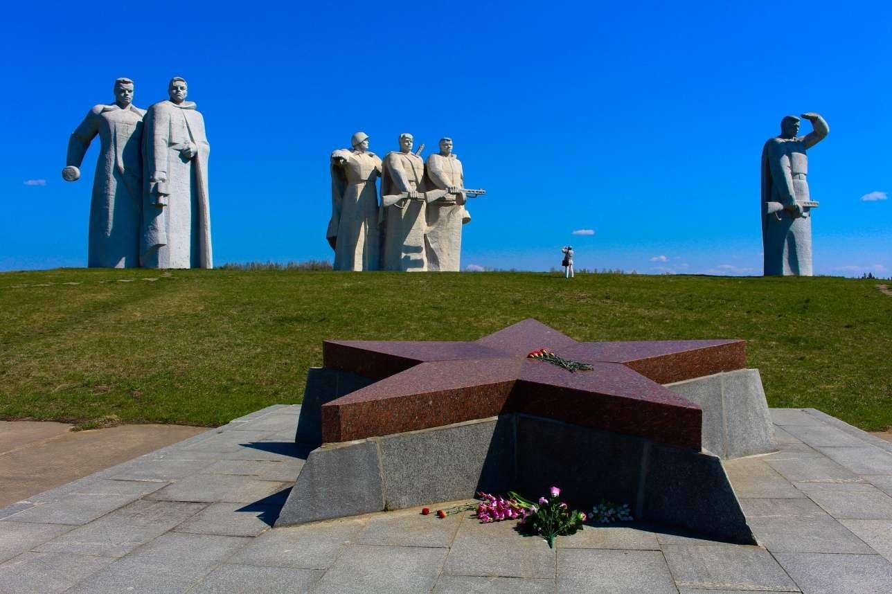 Монумент героям-панфиловцам у разъезда Дубосеково