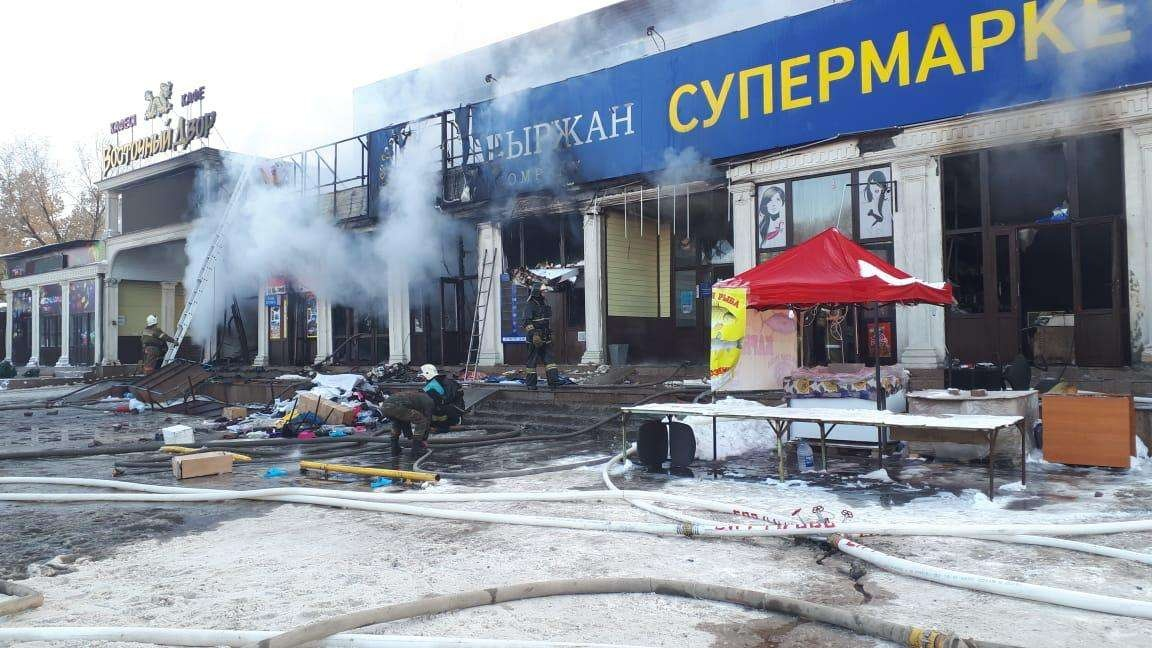 Горящие бутики потушены, жертв и пострадавших нет