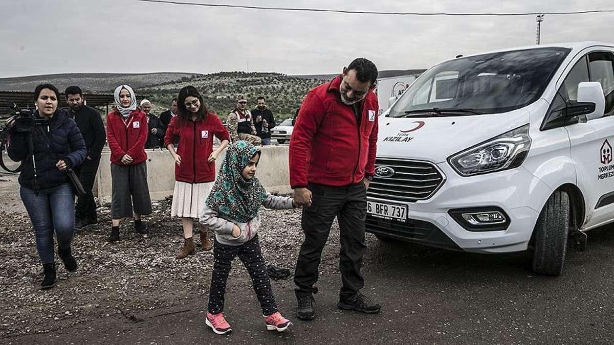 Через границу Турции и Сирии девочка прошла сама