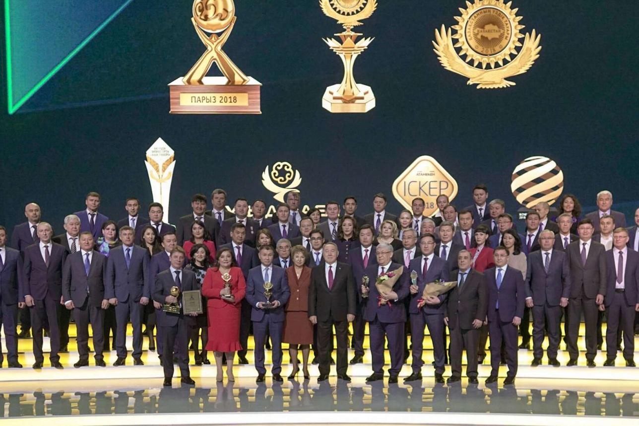 Коллективное фото президента с награждёнными