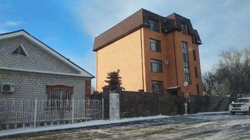 Таунхаус по улице Луначарского, 24б, в котором находится пятикомнатная квартира